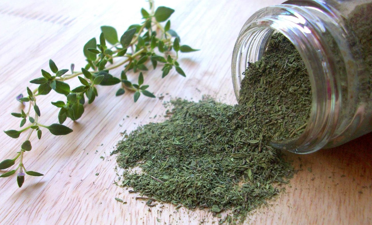Thyme-fresh-and-dried-herb